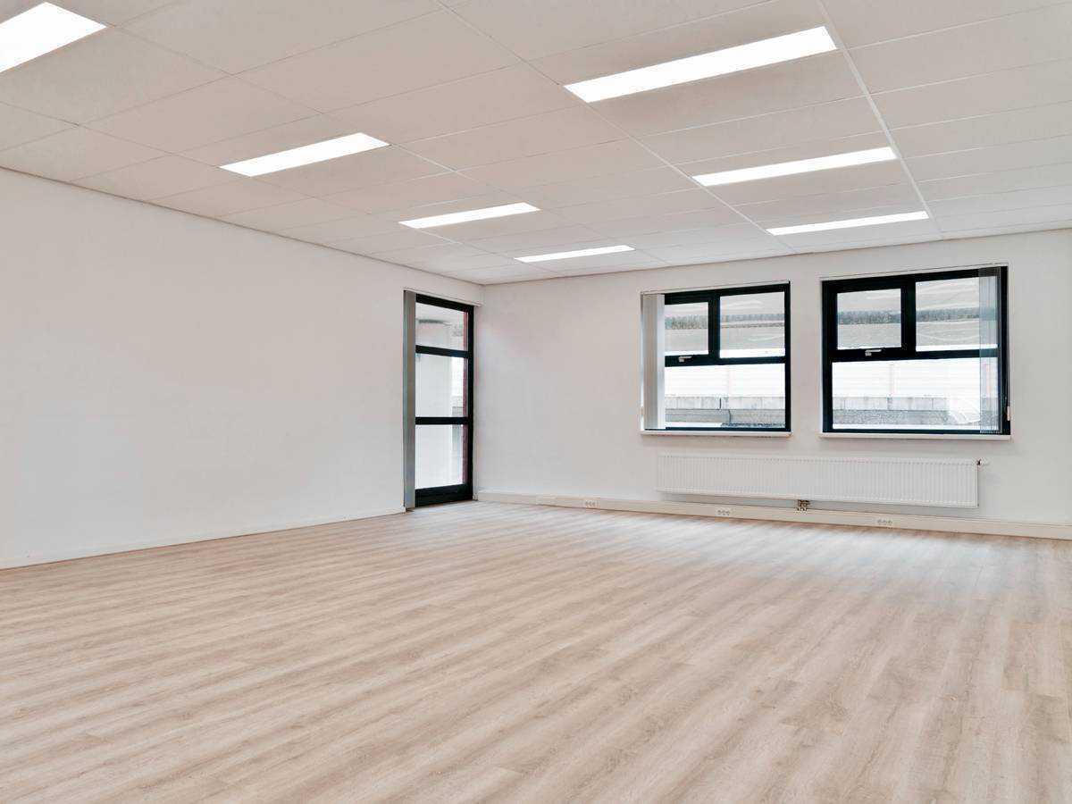 Ruim verlichte kantoorruimte 5.2 op de tweede etage bij SamSam Offices